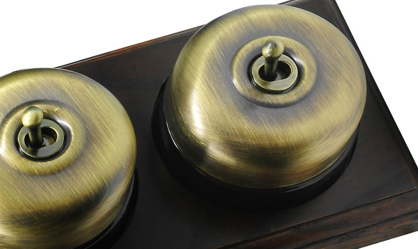 Raised Plate Asbury Dark Oak Antique Brass Range