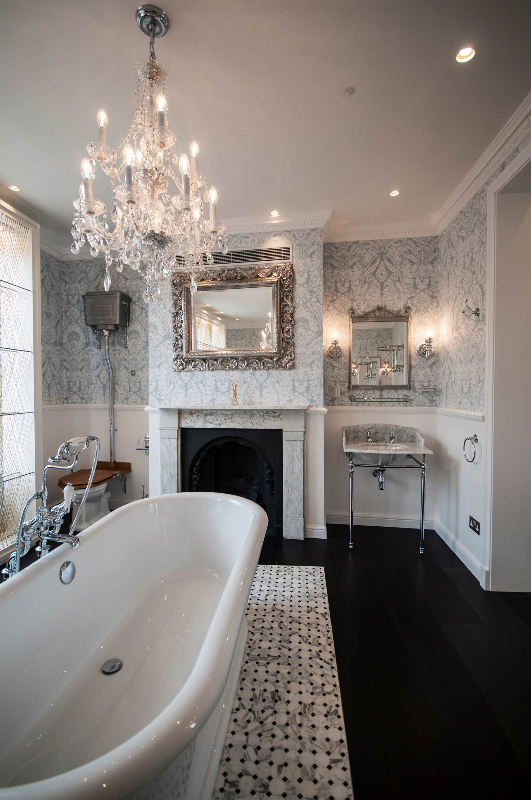Trimless downlights with chandelier